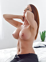 Bouncing Boobs, Sabrina