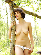 Rimma is feeling great posing nude in amazing outdoor