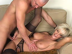Milf Vids: Cara Lott in Fucking Hot Moms