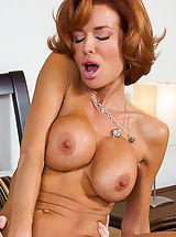 nice cleavage, Veronica Avluv