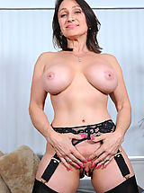 Big.Tits Pics: Cougar Jillian Foxxx flaunts her big tits and fucks her sweet pussy on the chair