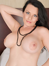 Bouncing Boobs, Stacy_ray - Brunette MILF plays with her shaved pussy until she cums hard