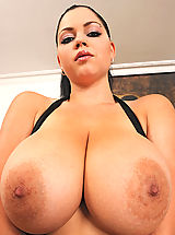 Huge.Tits Pics: Busty hot babe Shione Cooper shows her tits & cunt to sex