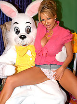 Big.Tits Pics: Kelly meets the Easter bunny and gets fucked like a rabbit.