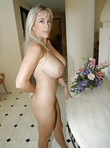 Housewives Pics: Houswife whith Super Huge Tits as mouse