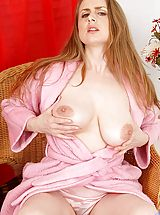 Babes Pics: Sensual housewife Midori spreads her bright pink milf pussy