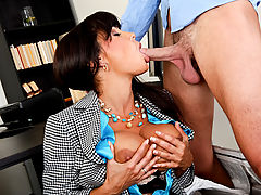 Bouncing Boobs, Lisa Ann & Seth Gamble in Fucking Hot Moms